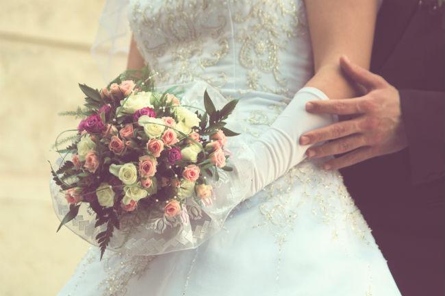 ההזמנות הן גם מקום לציין את שם אתר החתונה