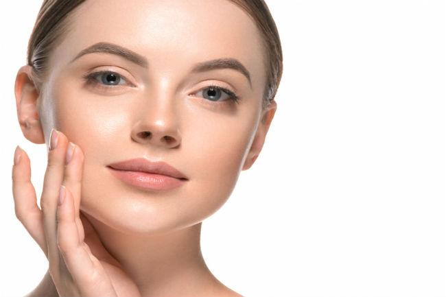 כדאי לשלב טיפול פנים מתאים יחד עם אורח חיים מאוזן, על מנת להיראות במיטבך ביום החתונה