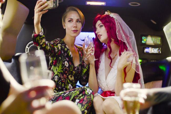 בשביל מה יש חברים, אם לא בשביל לשתף בחתונה שלכם באינסטוש
