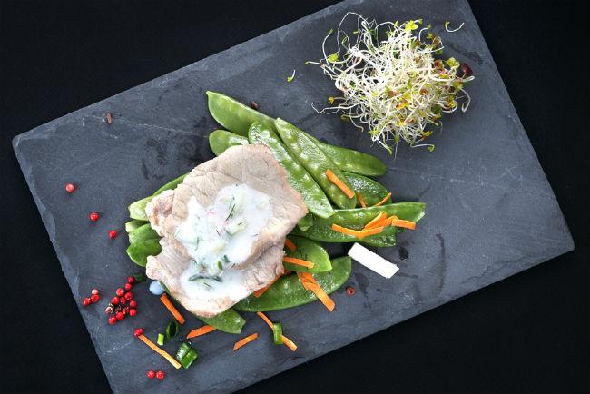 התאימו את סגנון האוכל לכל שלב של האירוע, על מנת לאפשר לאורחים ליהנות מהטעמים בקלות