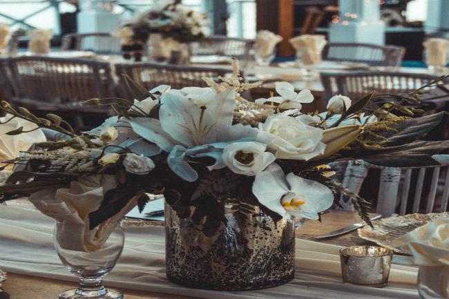 עיצוב שונה על כל שולחן יעורר עניין וסקרנות בקרב האורחים