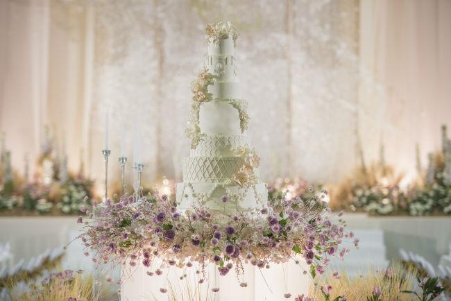 כשרוצים עוגה גבוהה ושילוב של חיבור לטבע, עם פרחים ועלים