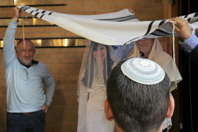 החופה מסמלת את נוכחותו של האל בטקס