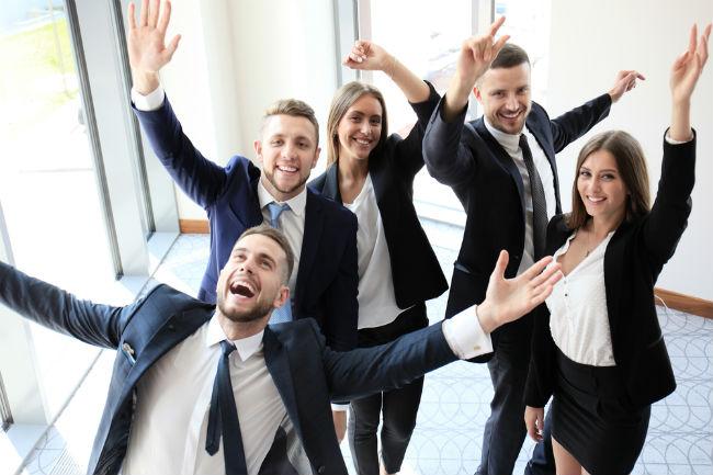 הפעילו את הקסם שלכם והצילו את העובדים מהעבודה הבלתי פוסקת במשרד